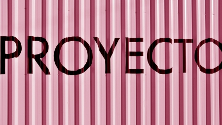 Pink background with proyect word in spanish, proyecto