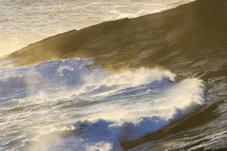 Photo pour Beautiful Blue powerful ocean wave with splashes. Waves background. Hight tide - image libre de droit