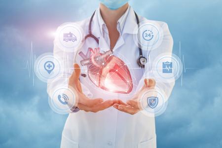 Photo pour Health worker shows a heart in hands on sky background. - image libre de droit