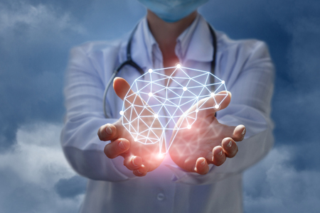 Photo pour Doctor shows the model of brain thinking in hands on blue background. - image libre de droit