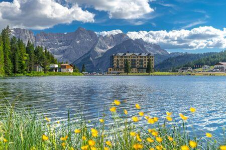 Photo pour Landscape on Lake Misurina in the Italian Alps. Summer landscape in the Italian Dolomites. South Tyrol Italy. Europe - image libre de droit