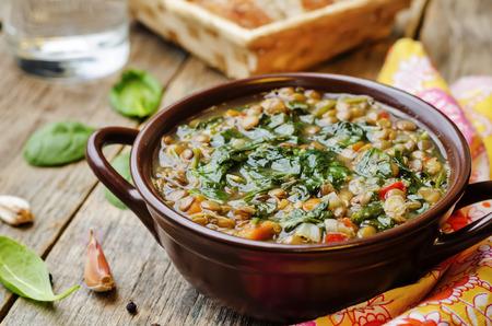 Photo pour Lentil spinach soup on a dark wood background. the toning. selective focus - image libre de droit