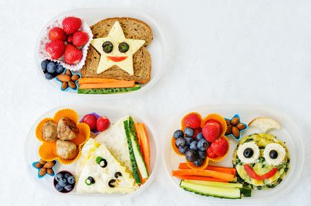 Photo pour school lunch boxes for kids with food in the form of funny faces - image libre de droit