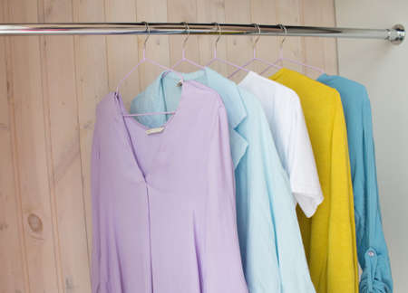 Photo pour clothes of pastel shades on hangers. analysis of the wardrobe - image libre de droit