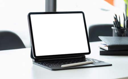 Photo pour Digital tablet with blank screen on workplace desk - image libre de droit