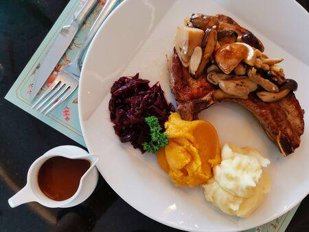 Photo pour Grilled pork steak serve with barbeque source and potato mesh for dinner - image libre de droit