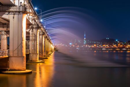 Foto für Banpo Bridge Rainbow Fountain in Seoul City,South Korea - Lizenzfreies Bild