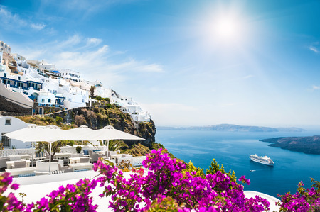 Foto per White architecture on Santorini island, Greece.  Beautiful landscape with sea view - Immagine Royalty Free