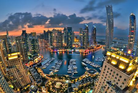 Photo pour New Dubai Marina in twilight - image libre de droit