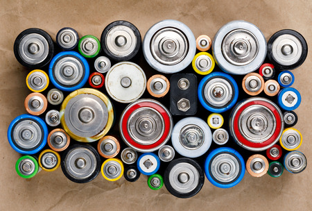 Photo pour Used Alkaline batteries of various types (C AA AAA D 9V) on recycled paper ready for recycling - toxic waste and environmental issues concept - image libre de droit