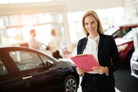 Photo pour Professional salesperson working in car dealership - image libre de droit