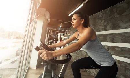 Photo pour Cardio workout in gym by beautiful female - image libre de droit