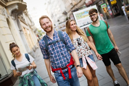 Photo pour Tourist group led by tour guide on their travel - image libre de droit