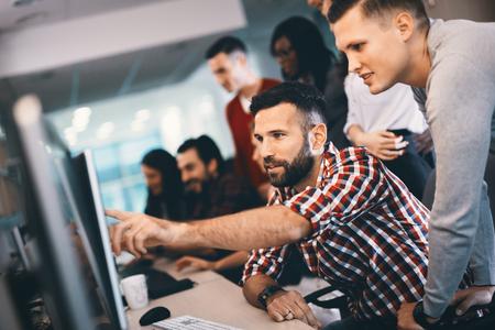 Foto de Programmer working in a software developing company office - Imagen libre de derechos