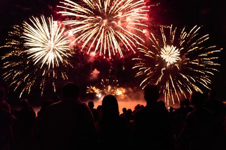 Foto de Crowd watching fireworks and celebrating new year eve - Imagen libre de derechos