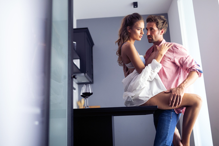 Foto de Sensual photo of a young romantic couple - Imagen libre de derechos