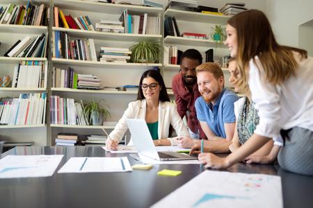 Photo pour Business people meeting good teamwork in office - image libre de droit