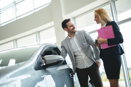 Photo pour Portrait of happy customer buying new car - image libre de droit
