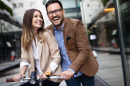 Photo pour Young happy couple enjoying city, having fun and dating - image libre de droit