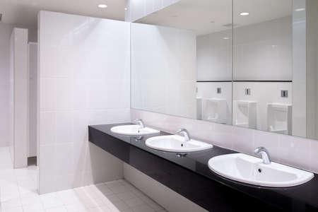 Photo pour Perspective of men restroom - image libre de droit