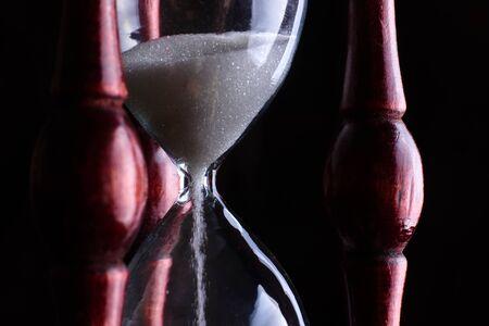 Photo pour Hourglass close-up on a dark background. - image libre de droit