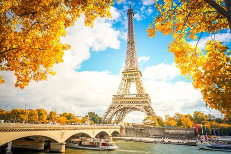 Photo pour Eiffel Tower and Pont dIena with yellow fall tree, Paris France - image libre de droit