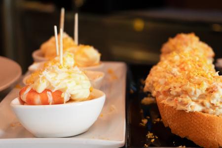 Foto de Pinchos meal, trditional spanish basque snacs dish - Imagen libre de derechos