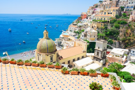 Photo pour view of Positano town - famous old italian resort at summer day, Italy - image libre de droit