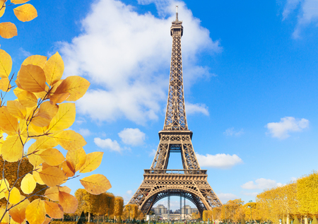 Photo pour Eiffel Tower in sunny spring day in Paris, France at fall - image libre de droit