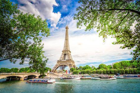 Foto de Paris famous landmarks. Eiffel Tower iwith green tree over river, Paris France, toned - Imagen libre de derechos