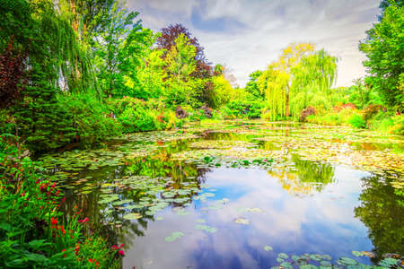 Photo pour view of pond with water lilies in Giverny at summer day with sunshine - image libre de droit