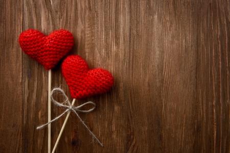 Photo pour Love hearts on wooden texture background, valentines day card concept - image libre de droit