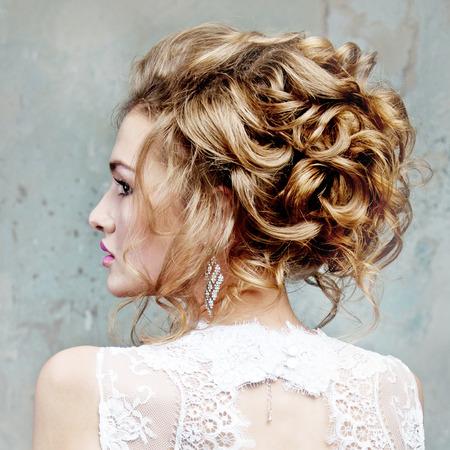 Photo pour girl with beautiful hair in profile - image libre de droit
