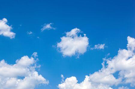Photo pour Low Angle View Of Clouds In Blue Sky - image libre de droit