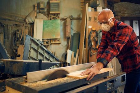 Photo pour Carpenter at work at his workshop - image libre de droit