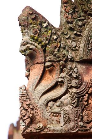 Photo pour Pink stone naga statue carvings of Banteay Srei, Siemreap, Khmer Republic. - image libre de droit