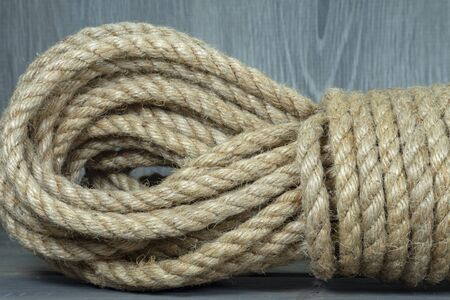 Photo pour Twisted burlap jute twine rope in close-up on grey rustic background - image libre de droit