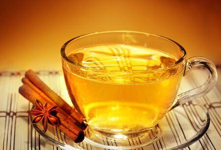 Photo pour glass of aromatic tea in the warm soft evening light - image libre de droit
