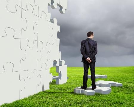 Foto de Businessman with a puzzle pieces on the background - Imagen libre de derechos