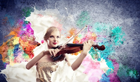 Photo pour Image of beautiful female violinist playing with against colorful background - image libre de droit
