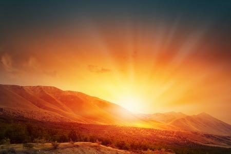 Photo pour Natural landscape and sun rising at skyline - image libre de droit