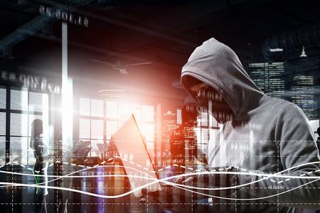 Foto de Hacker man steal information - Imagen libre de derechos