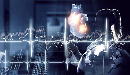 Photo pour Medicine research of human heart - image libre de droit