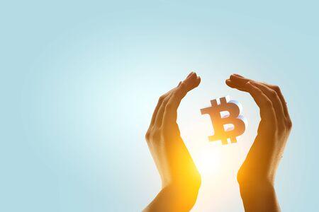 Photo pour Crypto currency exchange as money making concept - image libre de droit