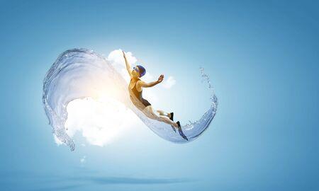 Photo pour Professional man swimmer on a wave - image libre de droit