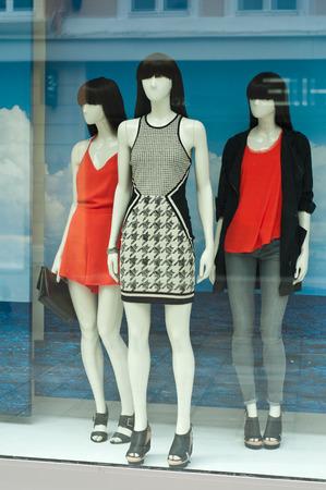 Photo pour model in a showroom - image libre de droit