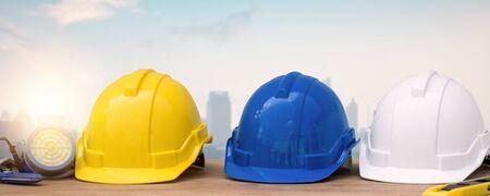 Photo pour helmet on table with city background, protection and under construction building concept - image libre de droit