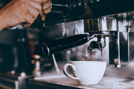 Photo pour Professional Barista maker fresh coffee with machine in coffee shop or cafe. - image libre de droit