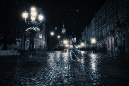 Photo pour Old European city at rainy night - image libre de droit