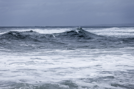 Photo pour Stormy clouds and crashing ocean waves during storm in the atlantic ocean - image libre de droit